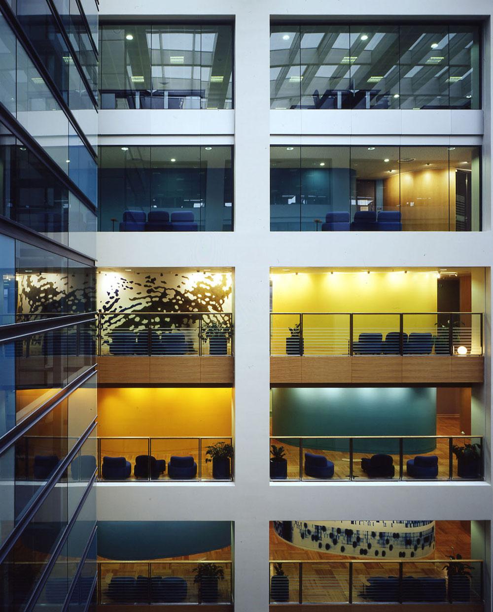 Thehut Home Office: Bouygues Construction Australia